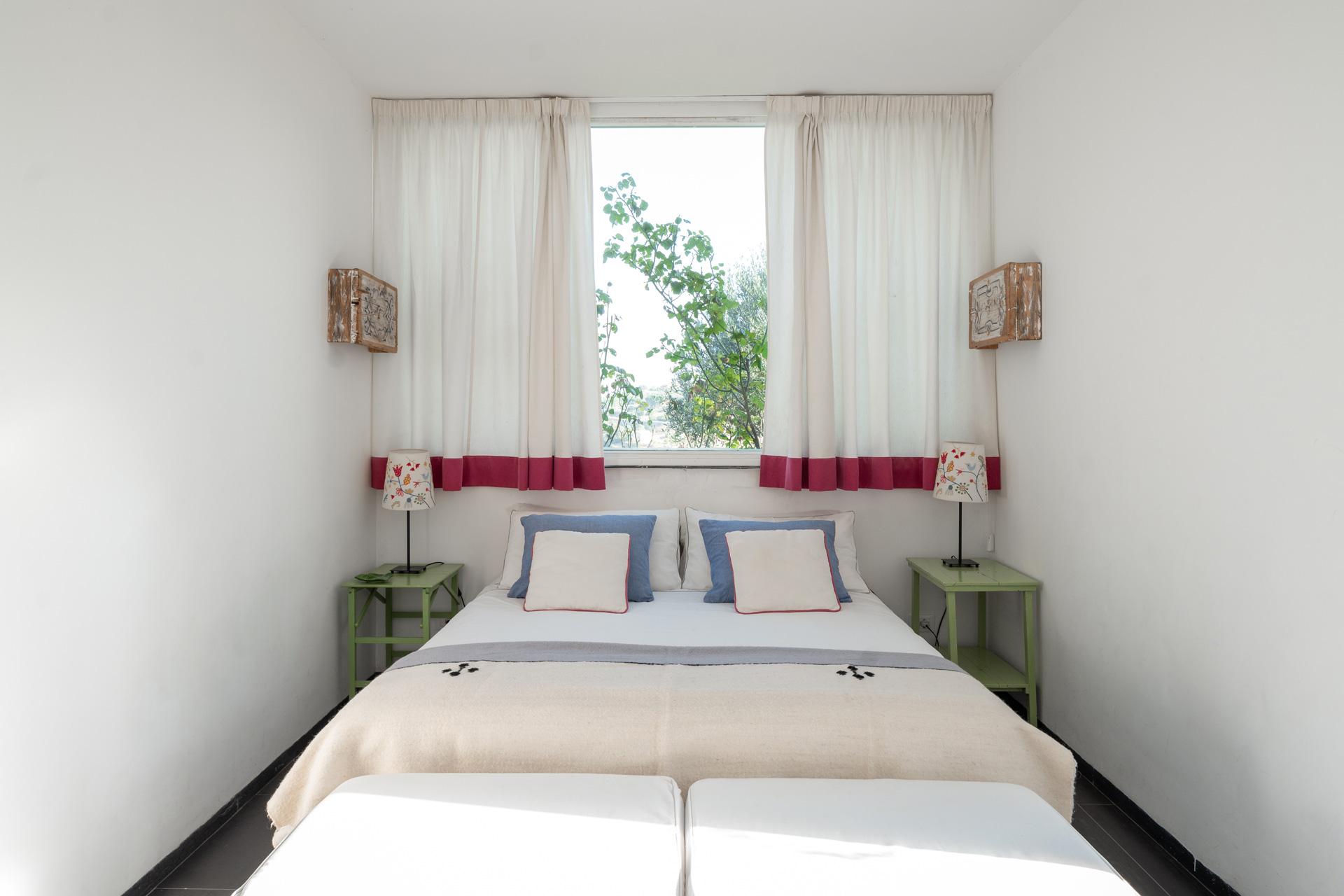 Casa Cerasuola - Camera con finestra su rose