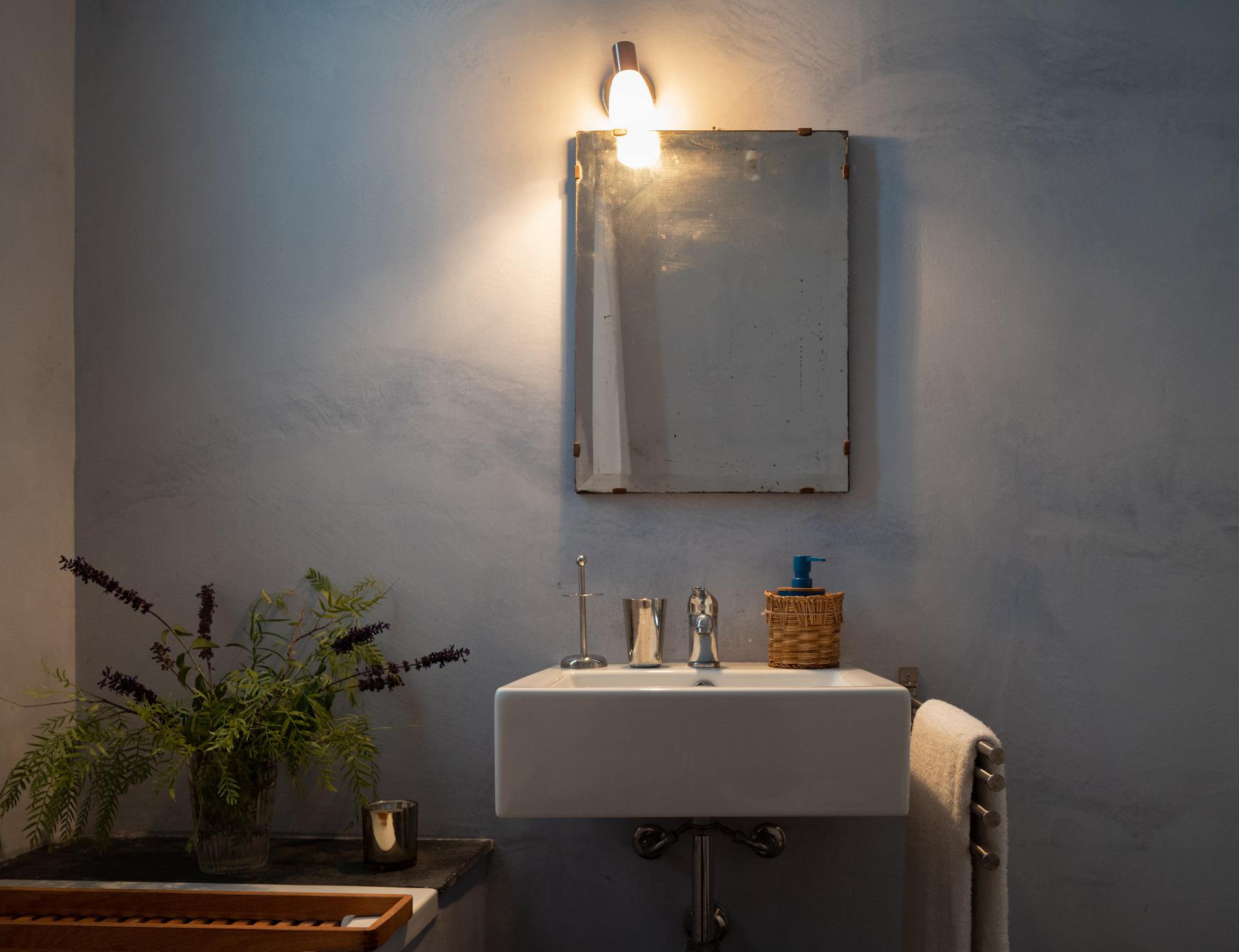 Casa Cerasuola - Bagno camera con finestra su rose